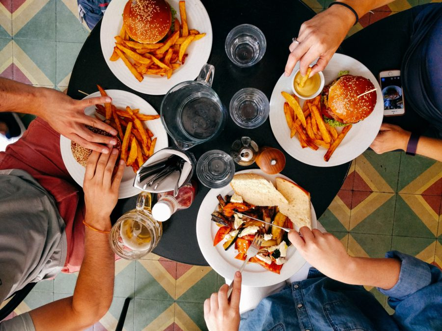 Quality Family Time: Conversation Starters at the Dinner Table